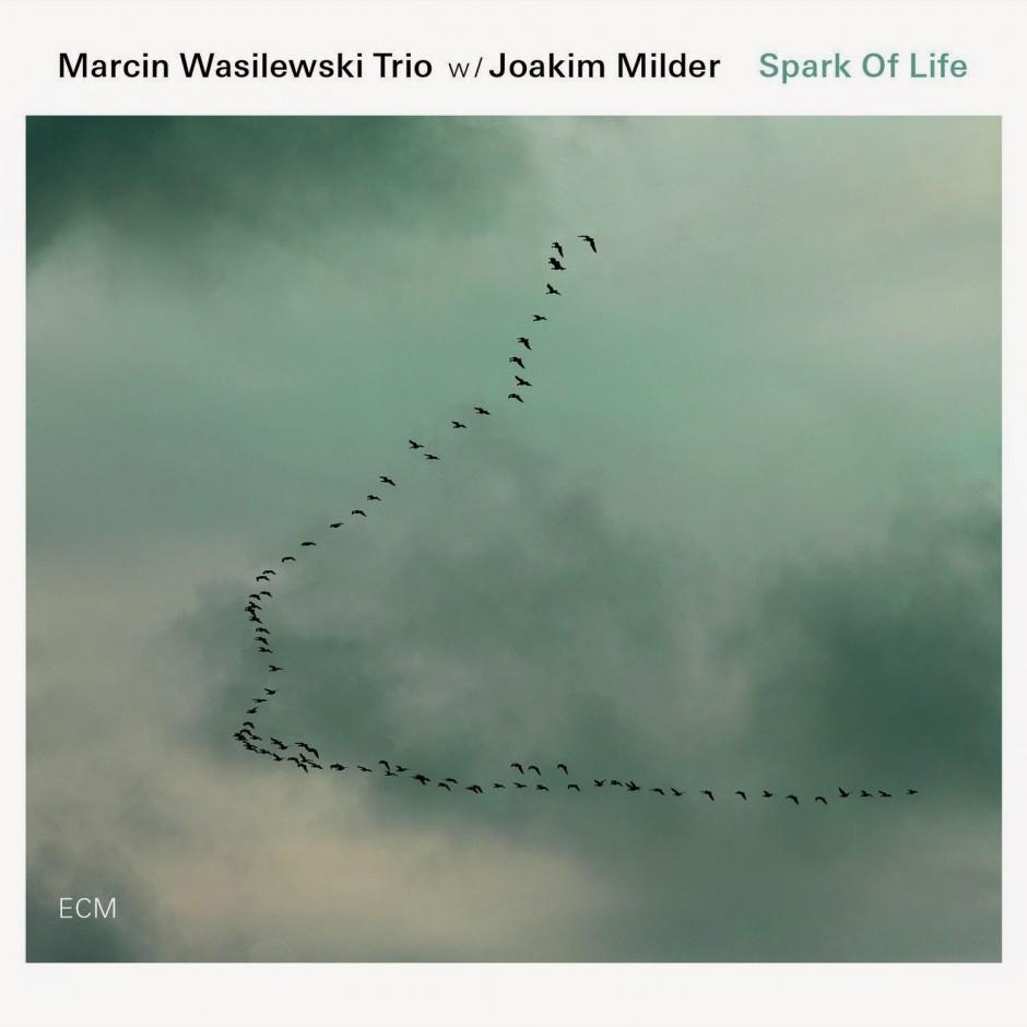 Marcin Wasilewski Trio w: Joakim Milder : Spark Of Life